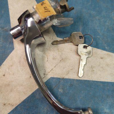 Mercedes W110,W111,W112  Huf Chrome Door Handle w/Keys 1107660801 NOS