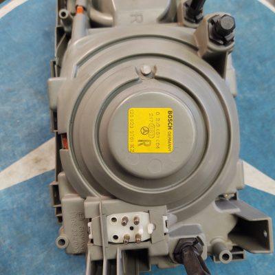 Mercedes W126 1268202761 Bosch 1305234002 Right Headlight Assembly