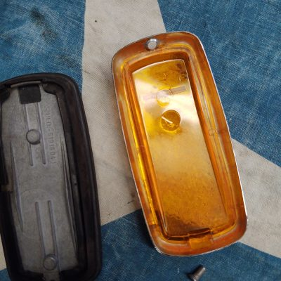 Mercedes W108,W109,W113,W114 Amber Front Side Lens + Base 0008260841 Right Used