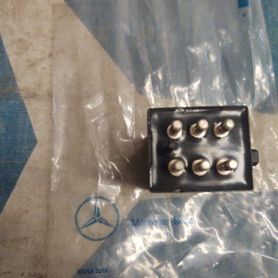 Mercedes R107, W116,W123,W126 Siemens Fuel Pump Relay 0015450705 NOS